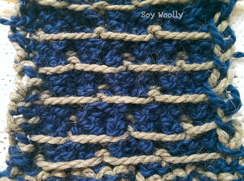 Punto de Rejilla Bicolor por el revés del tejido. Soy Woolly.