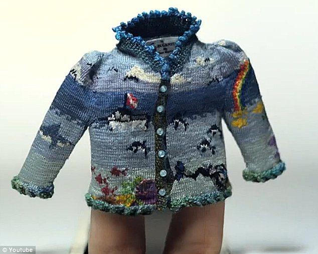 Coraline Short, tejedora de miniaturas