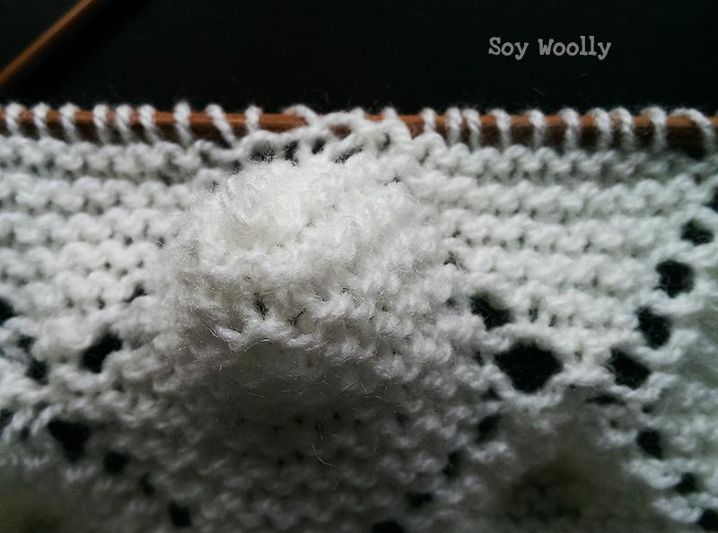 """Detalle de la """"maminha"""" del punto portugués para mantas de bebé reversibles-Soy Woolly"""