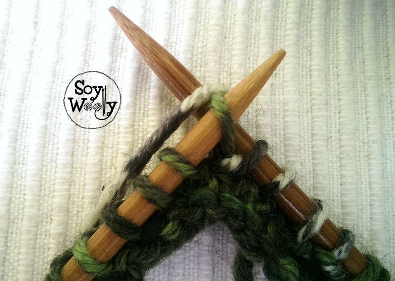 Aumentar tejiendo un punto del derecho dos veces-Soy Woolly