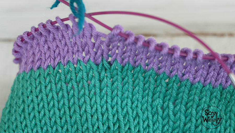 Cambio de color con agujas circulares tejiendo en redondo-Soy Woolly