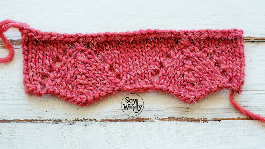 Punto calado de picos para bordes dos agujas tricot