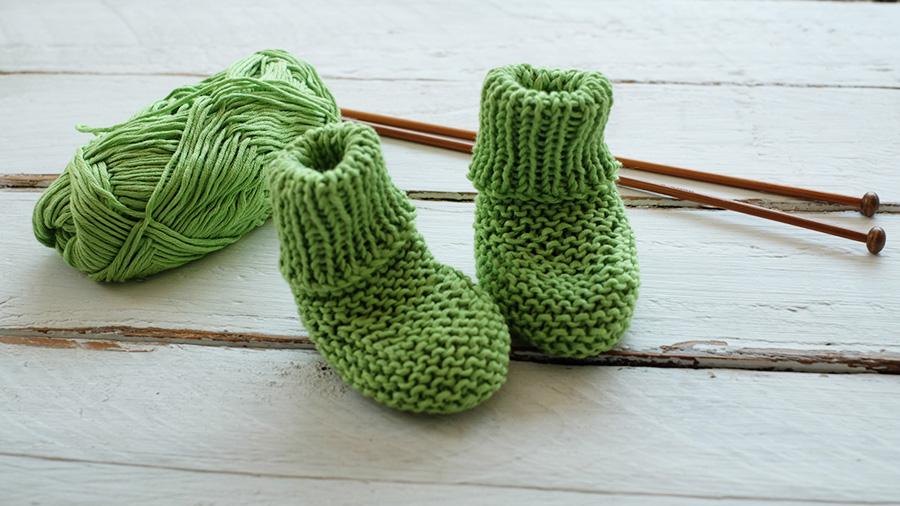 como tejer calcetines faciles bebe a palillos palitos patron gratis