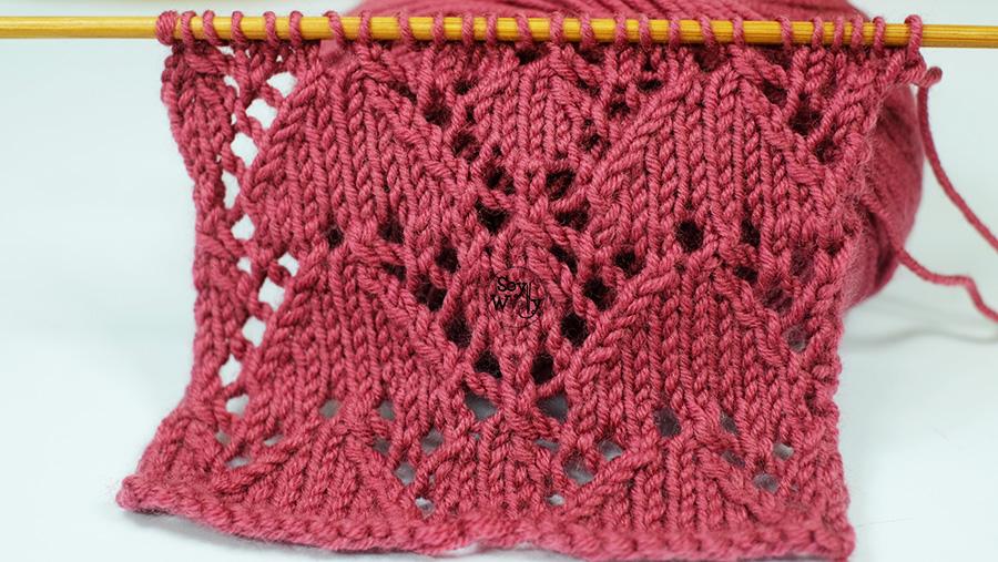 Punto de Corazones Calados tejidos en dos agujas palillos tricot