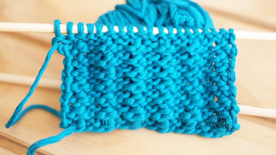 Punto Liso con textura no se enrosca dos agujas palillos tricot