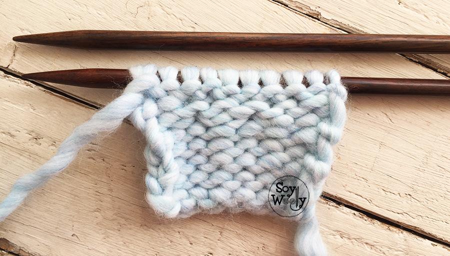 Cómo hacer aumentos súper fáciles para tejidos en dos agujas o palillos. Soy Woolly.