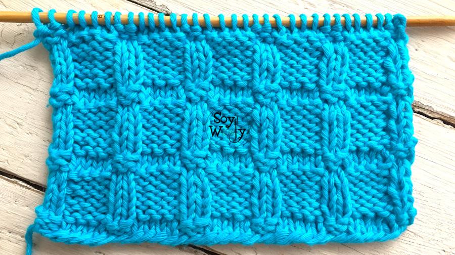 Punto Cuadros en Relieve tejido en dos agujas, reversible  y no se enrosca. Ideal para bufandas, mantas y cuellos. Soy Woolly.