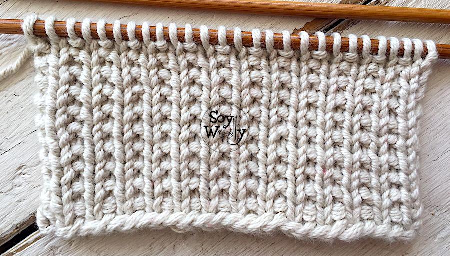 Puntadas reversibles fáciles tejidas en dos agujas. Soy Woolly.