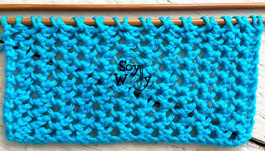 Aprende a tejer puntos calados o de encaje (súper fácil), paso a paso en dos agujas o palitos. Soy Woolly.